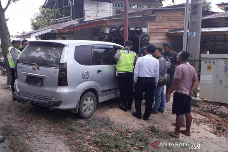 Kronologi seorang pria yang kabur tinggalkan istri dalam mobil bersama narkoba