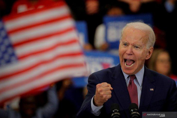 Biden sebut Trump 'orang sangat tolol' karena tidak memakai masker