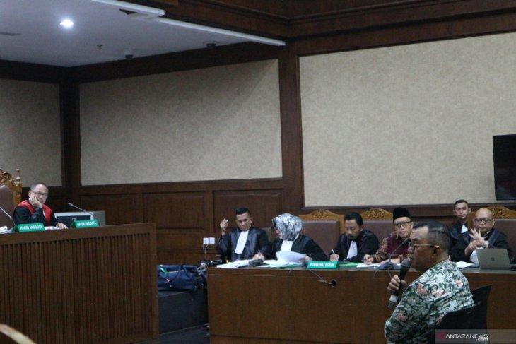 Mantan Sesmenpora mengaku dimintai Rp5 miliar dengan ancaman pencopotan