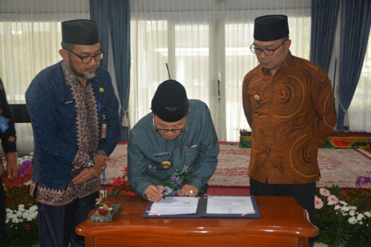 Fachrori-Ridwan Kamil teken kesepakatan kerja sama daerah