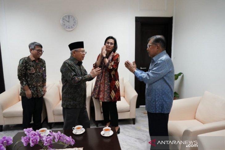 Ma'ruf Amin, JK and Sri Mulyani practice corona greetings