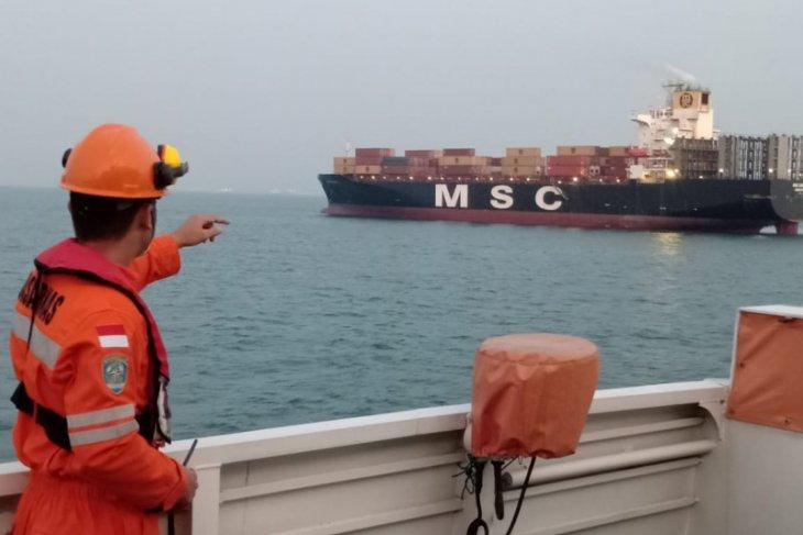 Sunken motor vessel's four crew yet untraceable in Riau Islands