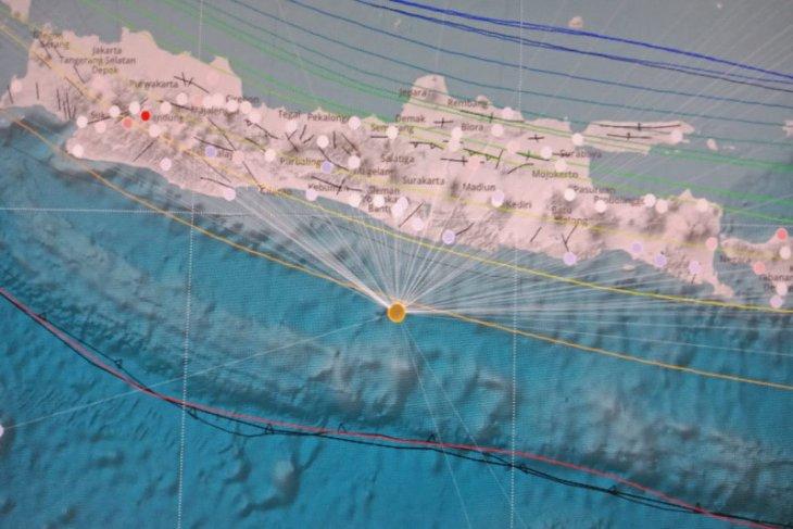 Gempa 5,0 SR di selatan Pulau Jawa dirasakan warga Bantul