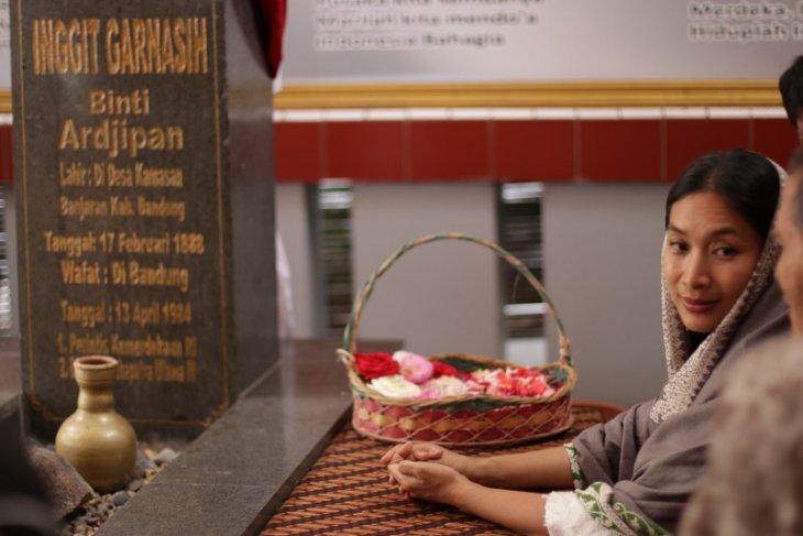 Monolog Happy Salma dalam musikal Inggit Garnasih digelar April