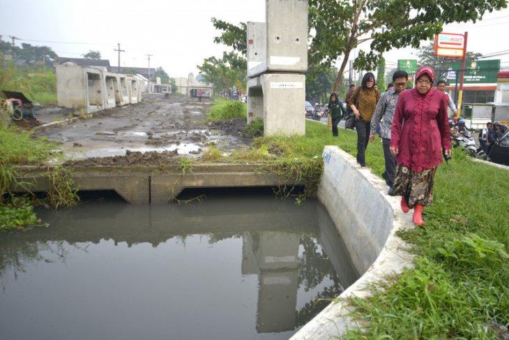 Pemkot Surabaya diminta awasi serius pelaksanaan proyek infrastruktur