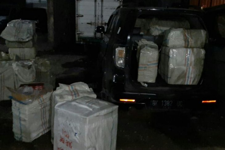 Bea Cukai Sumut amankan 56 bal pakaian impor ilegal
