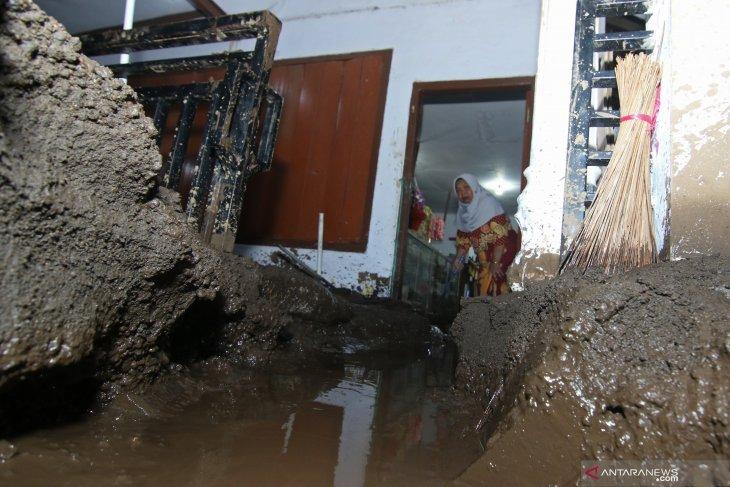 Bondowoso floods submerge 316 homes
