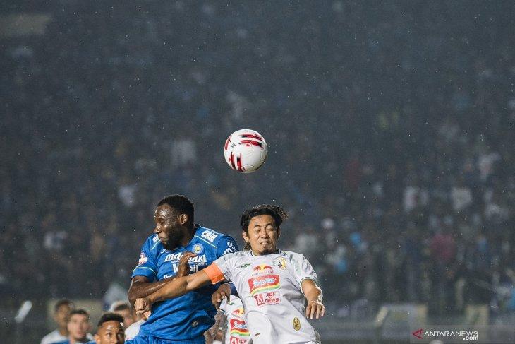 Pemenuhan protokol COVID-19 cukup merepotkan perjalanan para pemain asing Persib kembali ke Bandung