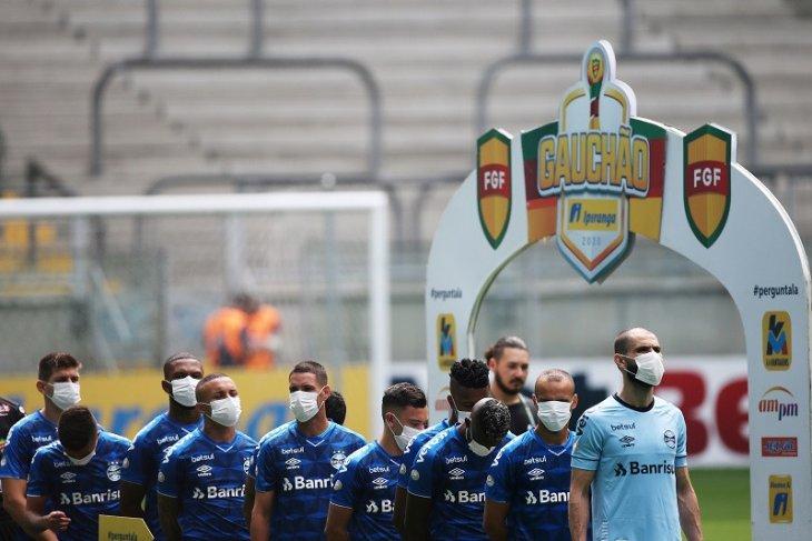 Skuat Gremio pakai masker, protes liga  digelar di tengah pandemi