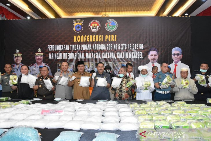 South Kalimantan police praised for busting drug ring