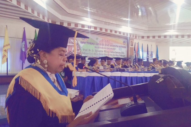 Pengukuhan Prof, Dr, Ir. Aphrodite Milana Sahusilawane sebagai Guru Besar  dalam bidang ilmu Sosiologi Pedesaan
