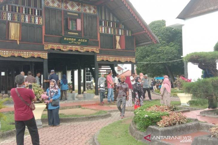 Museum Aceh ditutup, wisatawan hanya bisa berkunjung di luar
