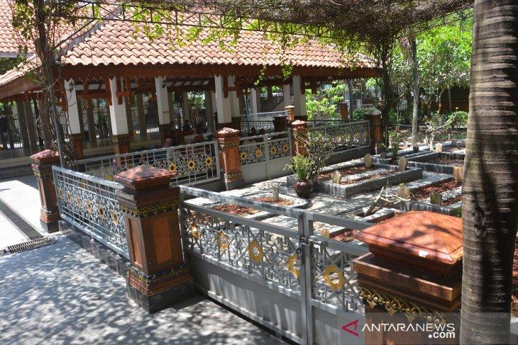 Wisata religi Makam Gus Dur ditutup sementara