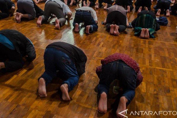 Depok perpanjang  penerapan larangan kegiatan keagamaan berjamaah