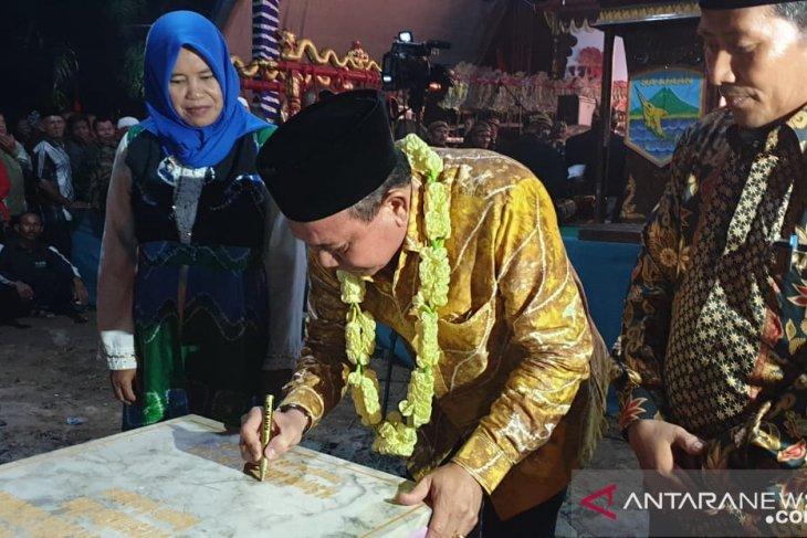 Bupati resmikan kantor desa termegah di Kotabaru