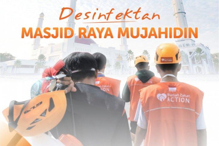 Rumah Zakat disinfektan Masjid Raya Mujahidin sebelum Jumatan
