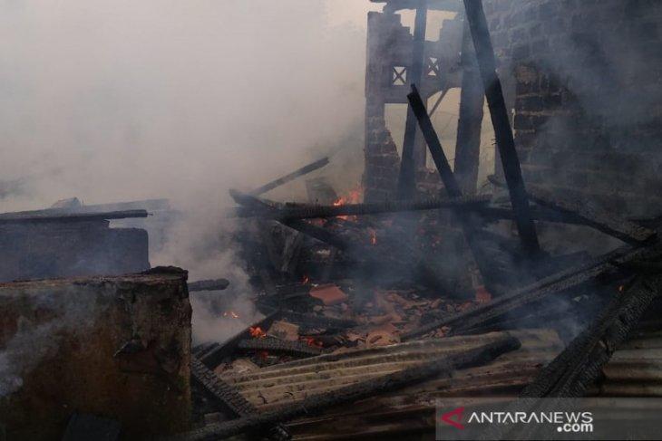 Kebakaran hanguskan satu rumah di Sukabumi diduga akibat korsleting listrik