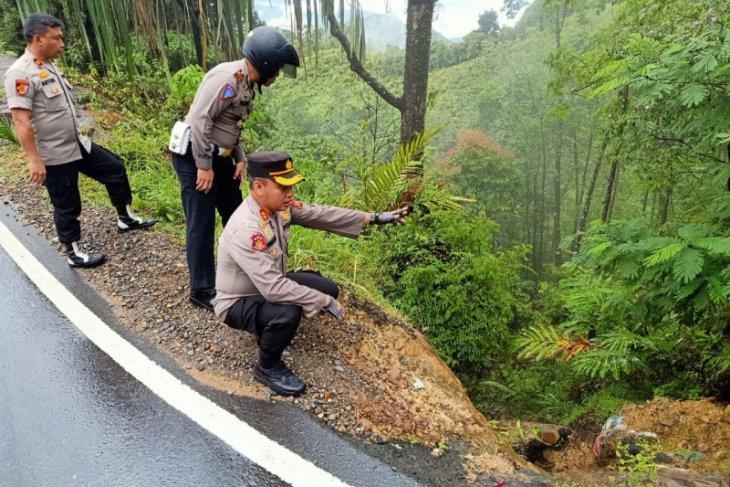 Kapolres Tapteng pantau kondisi jalan batu lubang dan dinyatakan lancar