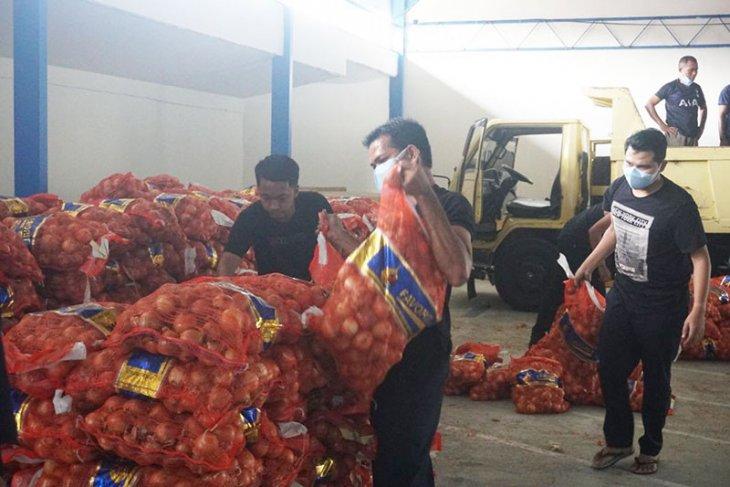 Bea Cukai Aceh sita 1.835 karung bawang bombai ilegal