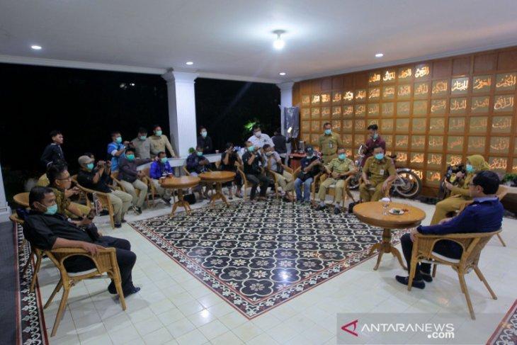 Bogor city govt registers journalists attending Bima Arya's briefing