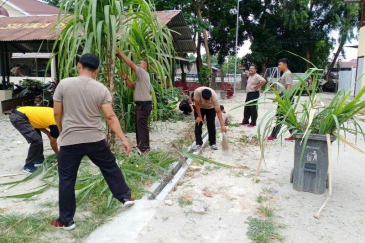 Polres Tanjung Balai bersihkan lingkungan antisipasi virus Corona