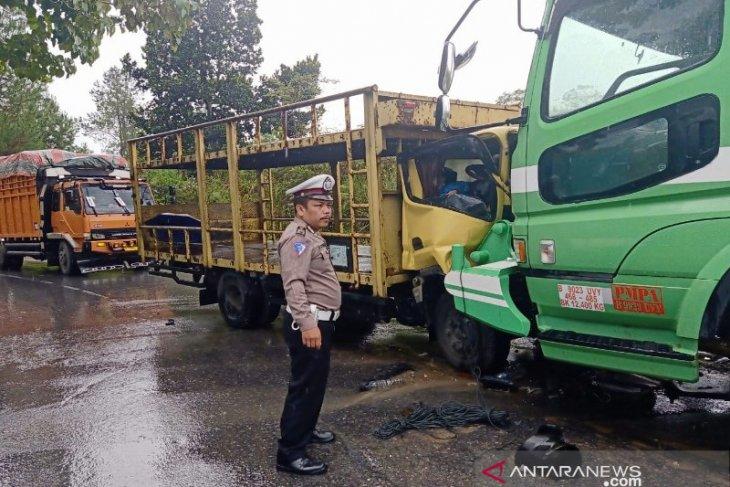 Dua warga Deliserdang tewas dalam laga kambing colt diesel kontra truk fuso di Taput