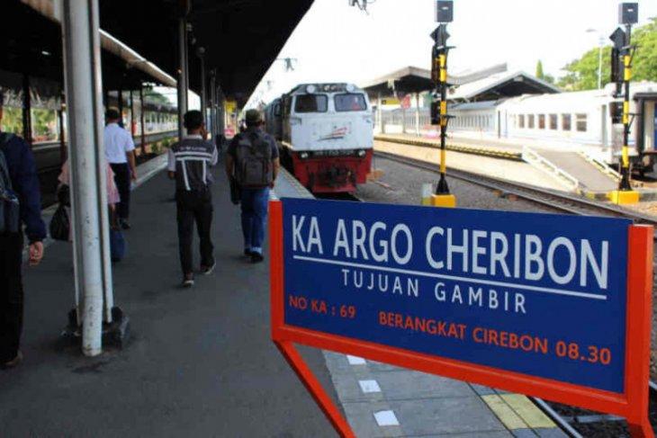 Cegah COVID-19, sejumlah perjalanan KA Argo Cheribon dibatalkan