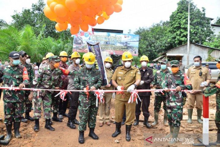 Bupati Citra targetkan Sukadana - Pontianak cukup 7 jam pada Agustus