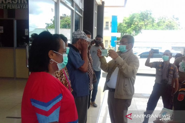 Bupati Malra minta polisi tindak penyebar hoaks COVID-19