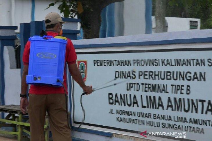Satgas lakukan penyemprotan fasilitas umum