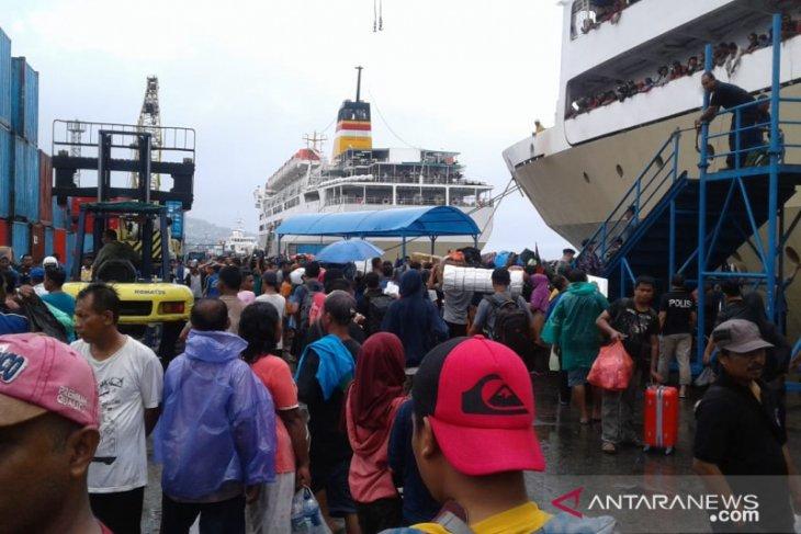 Pelni  Arus penumpang di pelabuhan Ambon normal