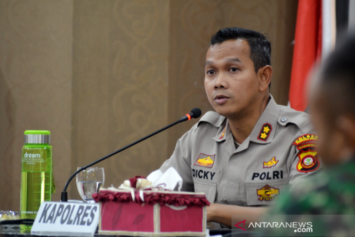 Polres Gorontalo Utara bubarkan resepsi pernikahan karena bahaya COVID-19