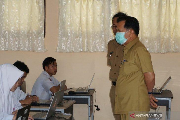 Siswa SD dan SMP di Tapin serahkan tugas lewat online