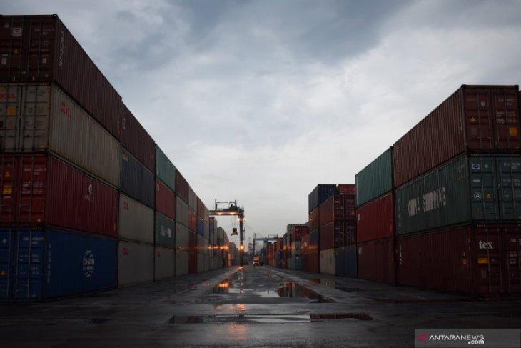 Penutupan pelabuhan di masa darurat COVID-19 wewenang Kemenhub