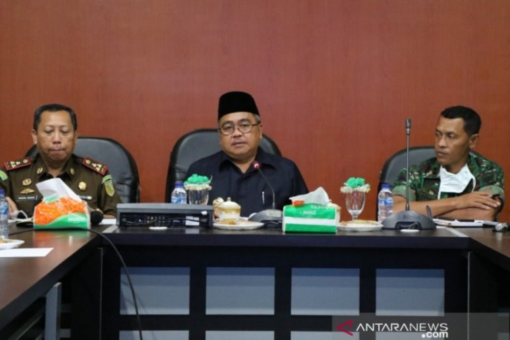 Bupati Aceh Barat pangkas dana perjalanan dinas pejabat tangani Corona