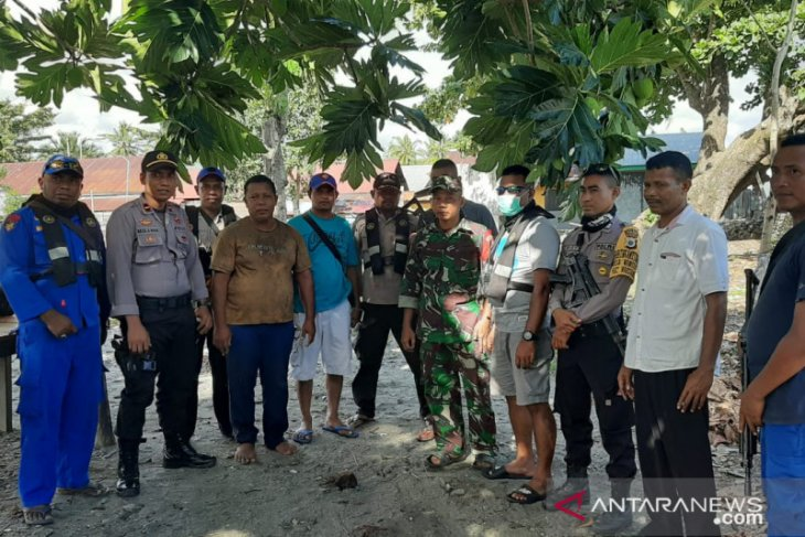 Maluku police seize boat carrying one ton of cyanide
