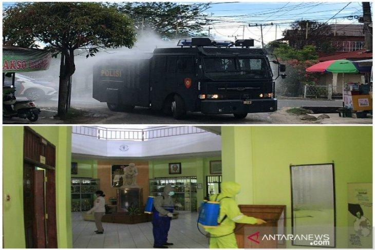 Gunakan water canon Polres Tapteng semprot jalan umum dan sekolah