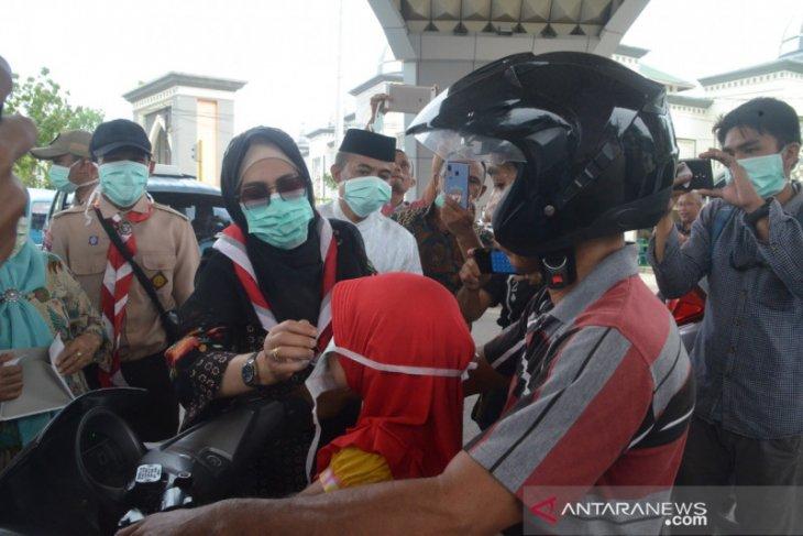 PKK Kabupaten Gorontalo bagikan masker ke pengguna jalan