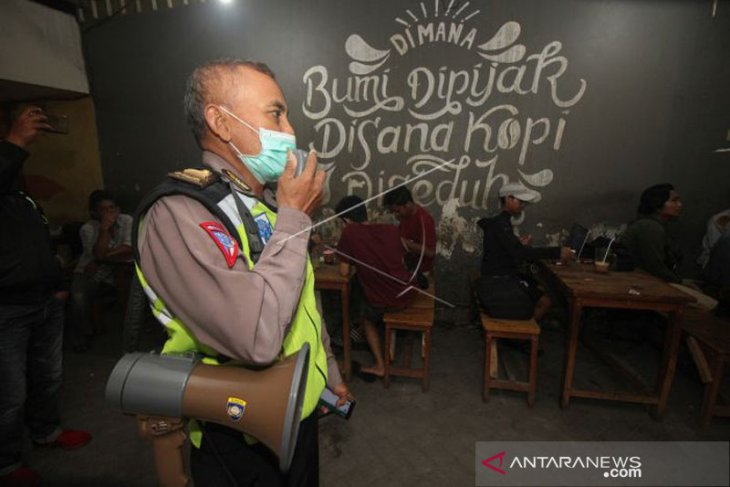 Cegah penularan COVID-19 Polrestabes Medan larang warga berkumpul pada malam hari