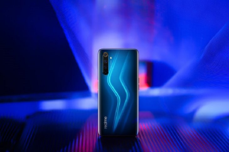 Harga ponsel Realme naik akibat rupiah melemah