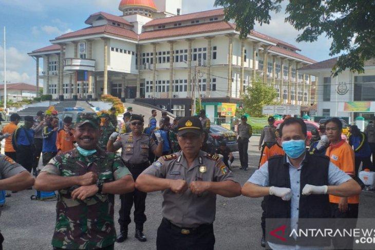 Pemkot Pangkalpinang semprotkan disinfektan di 42 kelurahan