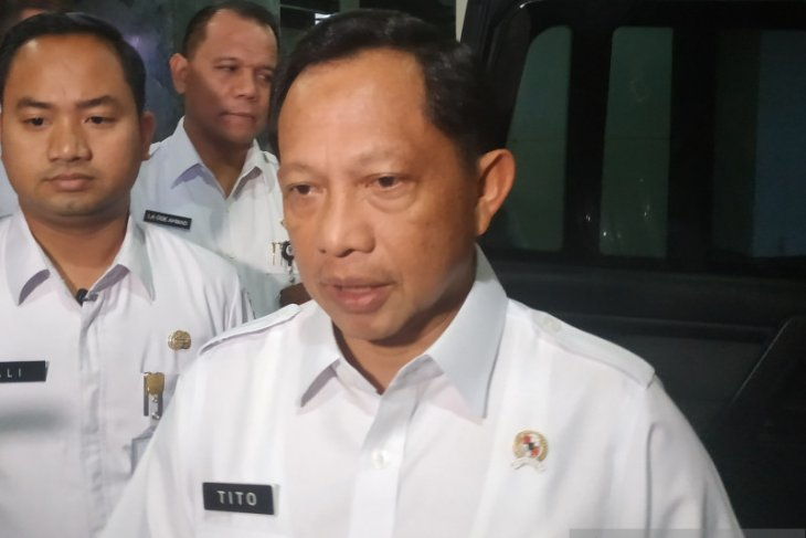 Mendagri Tito Karnavian surati bupati agar tunda pemilihan kepala desa