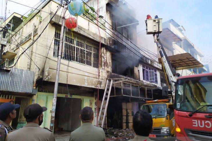 Tiga ruko di Pematangsiantar terbakar, seorang penghuni meninggal