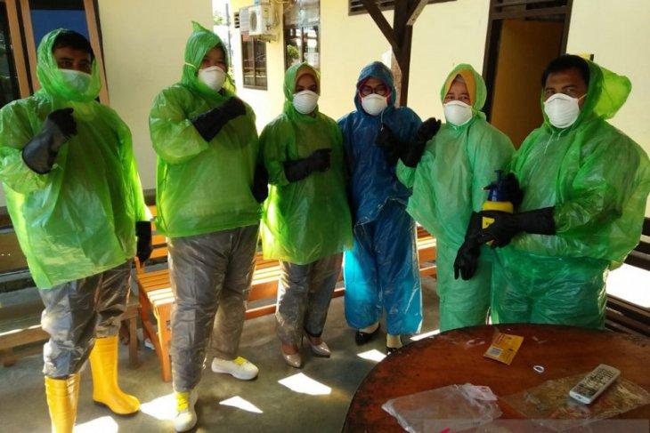Ganti seragam medis, Dinkes Mukomuko siapkan jas hujan untuk tangani COVID-19