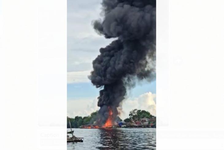 Kebakaran hebat terjadi di Desa Sekulat Selimbau Kapuas Hulu