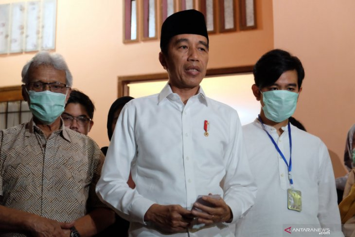 Pemakaman ibunda Jokowi, masyarakat diimbau tidak perlu datang