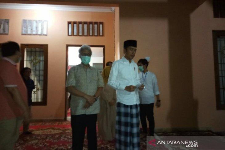 Ibunda Jokowi dimakamkan di Karanganyar pada Kamis siang