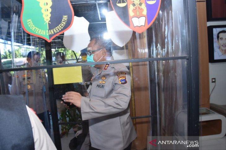 Polda Kalsel wajibkan anggota dan warga melewati bilik anti kuman