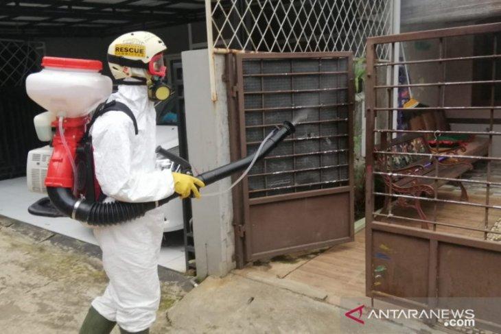 Cegah COVID-19, PMI Kota Bekasi gencar lakukan penyemprotan disinfektan