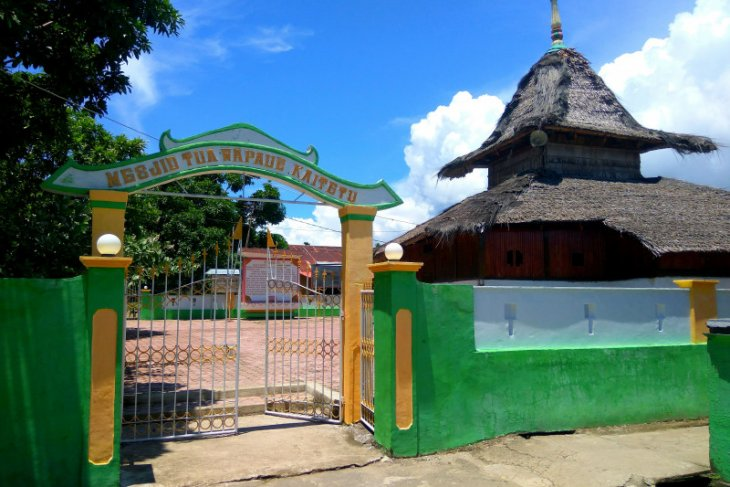 Pengunjung masjid kuno Wapauwe wajib lapor